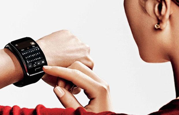 Samsung Gear S on wrist