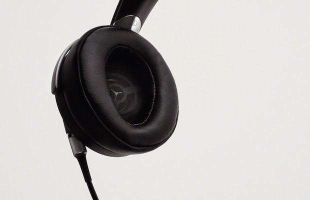 Sony MDR-Z7 Headphones inside
