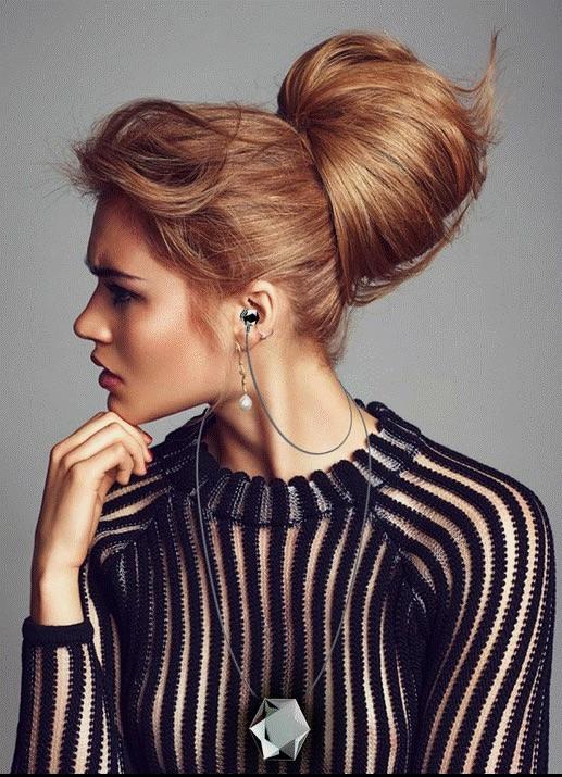 Stelle Audio Earbud Locket on woman