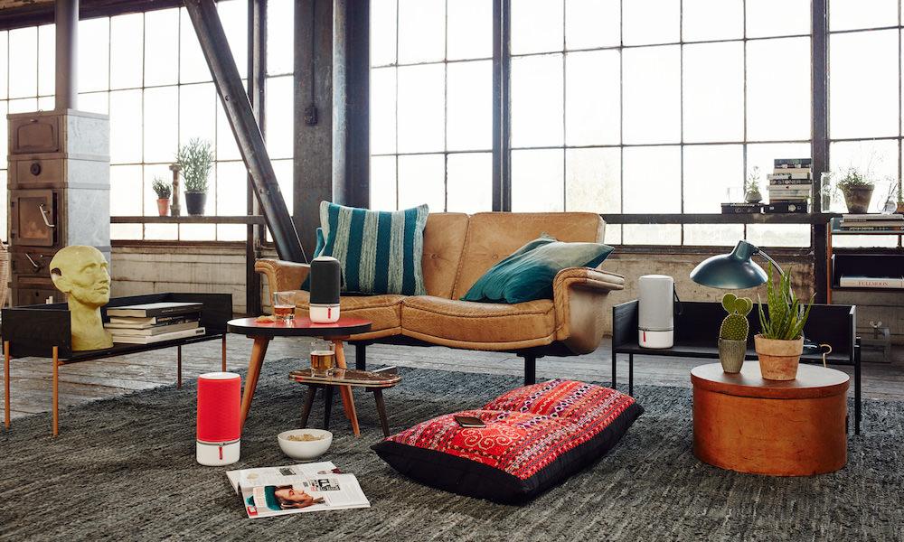 Libratone ZIPP and ZIPP Mini in living room (2015)