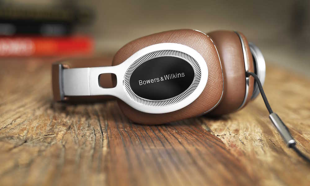 Bowers & Wilkins P9 Signature Headphone on table