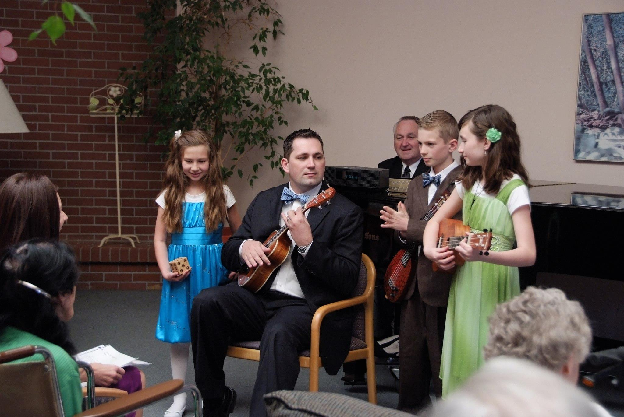 gavin_fish_family_play_ukulele_gramercy_court
