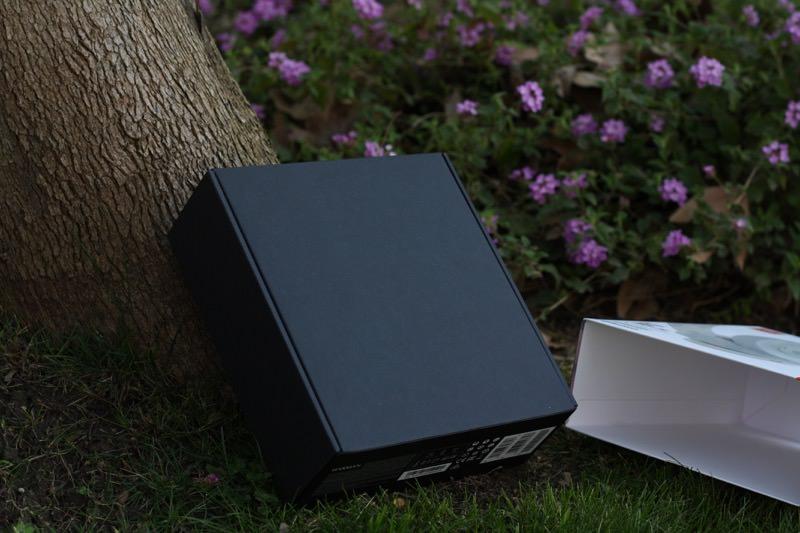 JBL LIVE 650BTNC Wireless Over-ear Headphones Box Sleeve