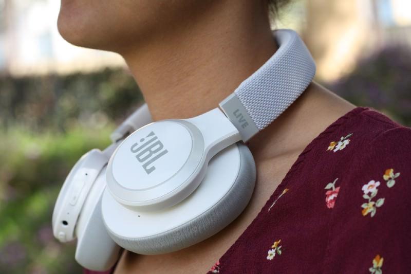 JBL LIVE 650BTNC Wireless Over-ear Headphones around neck