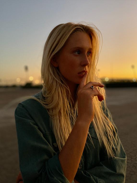Apple iPhone 11 Pro Portrait Woman Sunset