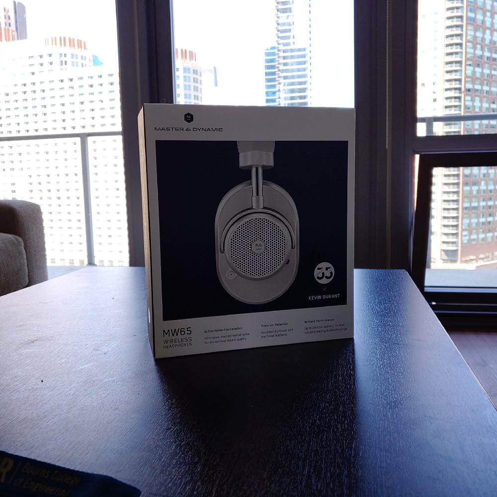 Master & Dynamic MW65 Wireless Headphones Box