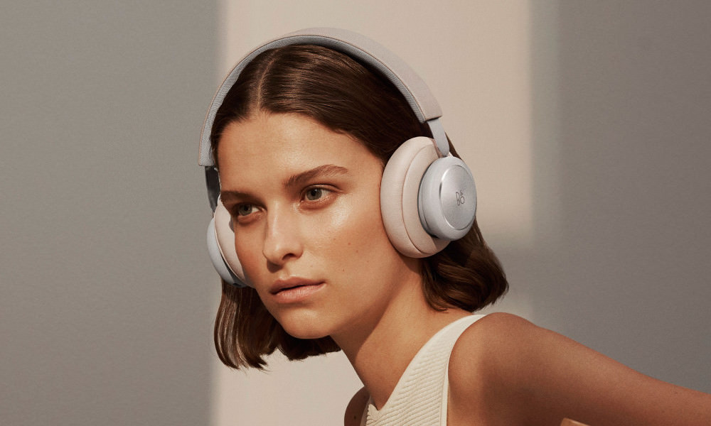 Bang & Olufsen Beoplay H4 Wireless Headphones in Limestone on woman