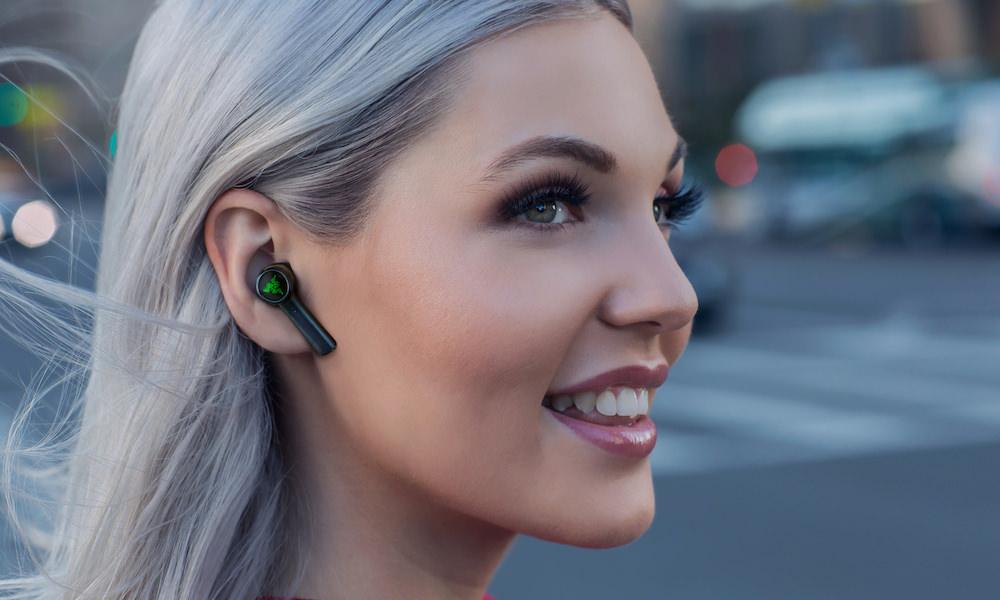 Razer Hammerhead True Wireless Earbuds Lifestyle Photo on Woman