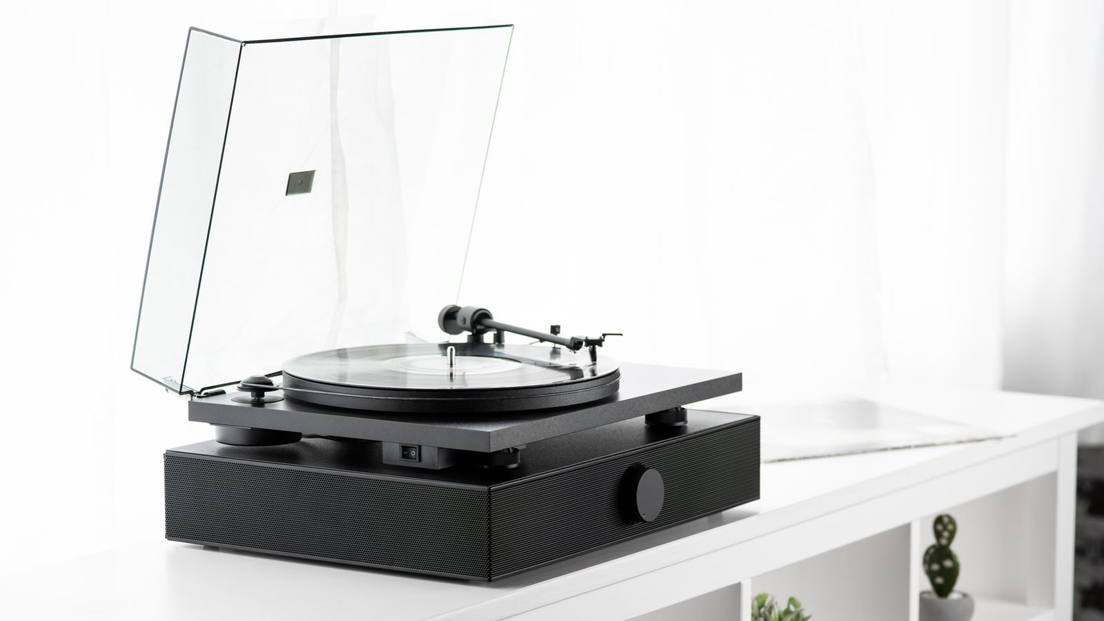 Andover Audio Spindeck Belt-drive Turntable with Spinbase Speaker