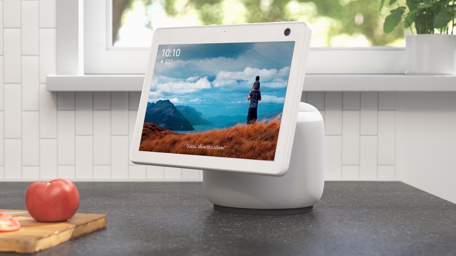 Amazon Echo Show 10 - Glacier White in Kitchen