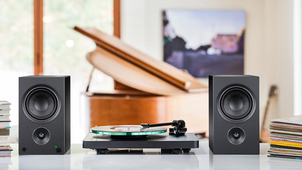 PSB Alpha AM5 Powered Speakers with Turntable Black without grills