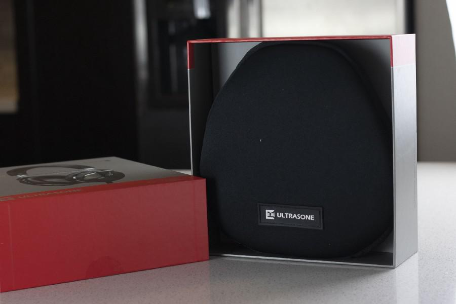 Ultrasone Performance 880 Headphone Box Open with Case