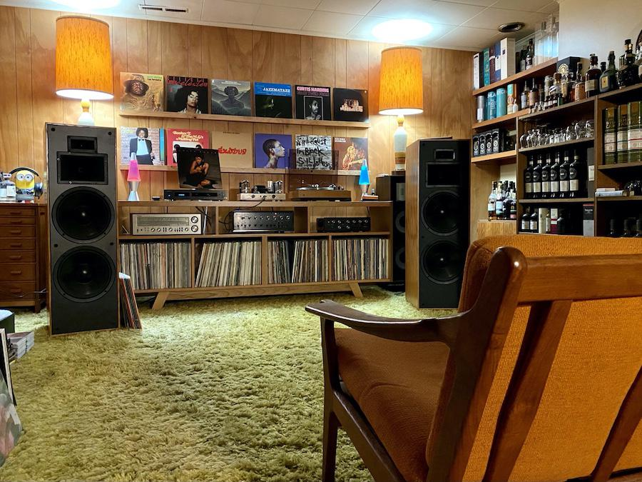 Dual 701 with Shure V15iii cart, Sansui AU-999 as pre-amp, modded Dynaco ST70, and Klipsch KLF 30. Cabinet by Audio Acoustic Engineering. On standby, Technics SA-500, Sansui AU-555, Oppo BDP-93 and ESS PS4A.