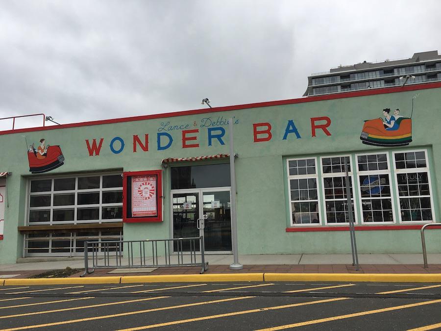 lance-debbies-wonder-bar