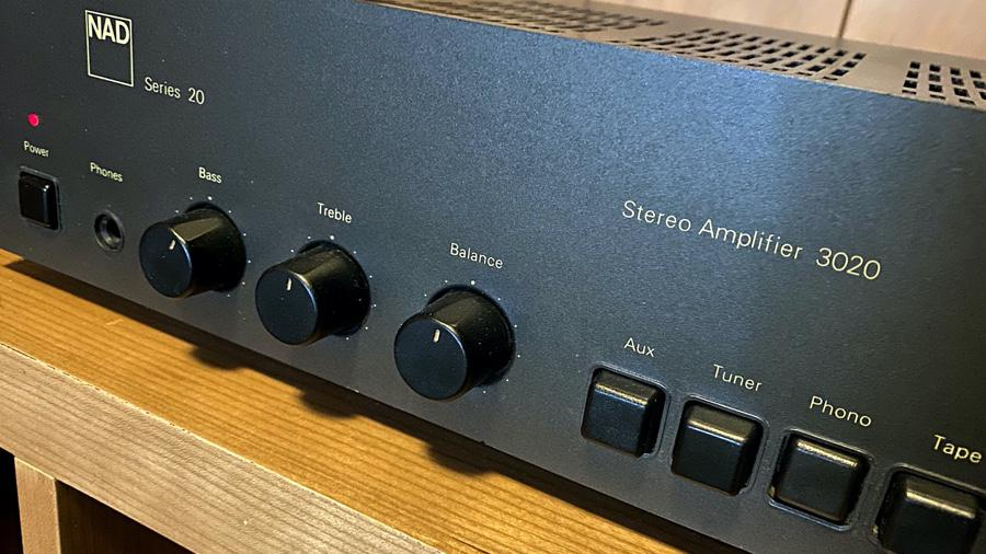 NAD 3020 front