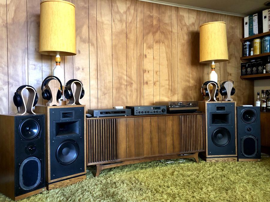 KEF Calindas back from their recap, driven by NAD 3140. Also in frame, the Dual 604, Oppo BDP-93 and Klipsch Quartets.