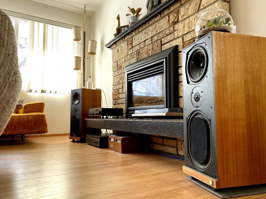 KEF Calinda and NAD 2600. A match made in heaven, with NAD 3140 as pre-amp.