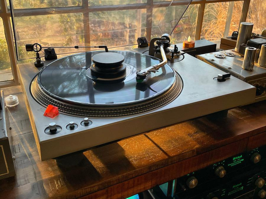 Technics SL-1700 Turntable