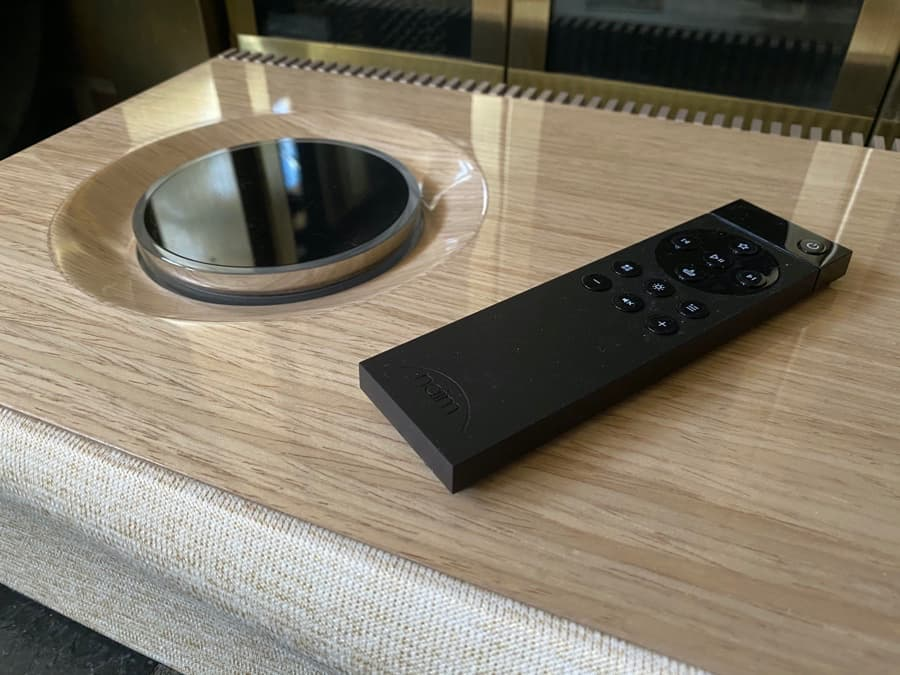 Naim Mu-su 2nd Generation Wood Edition with Remote Control Close-up