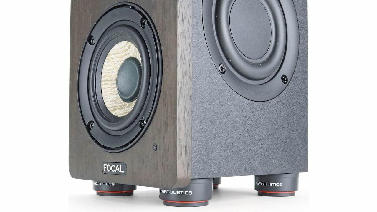IsoAcoustics ISO-PUCK mini under Focal loudspeaker
