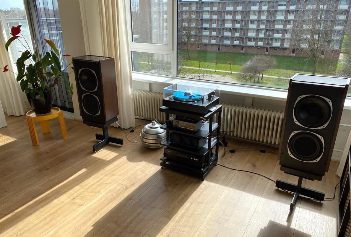 living-room-stereo-system