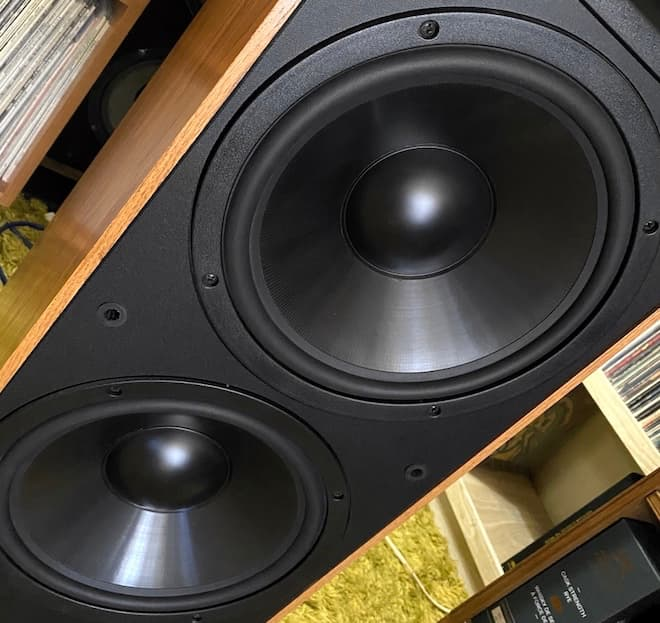 "Klipsch KLF-30 Woofers: Two 12"" K-31 woofers with oversize magnet structure."