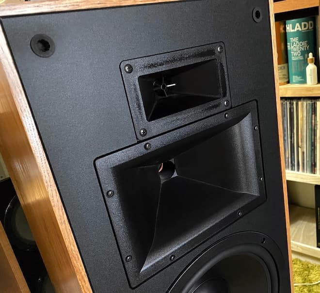 "Klipsch KLF-30: Treble and Midrange Horns: 1"" K-79 tweeter compression driver with exponential horn and 1.5"" K-52 midrange compression driver with Tractrix Horn®."