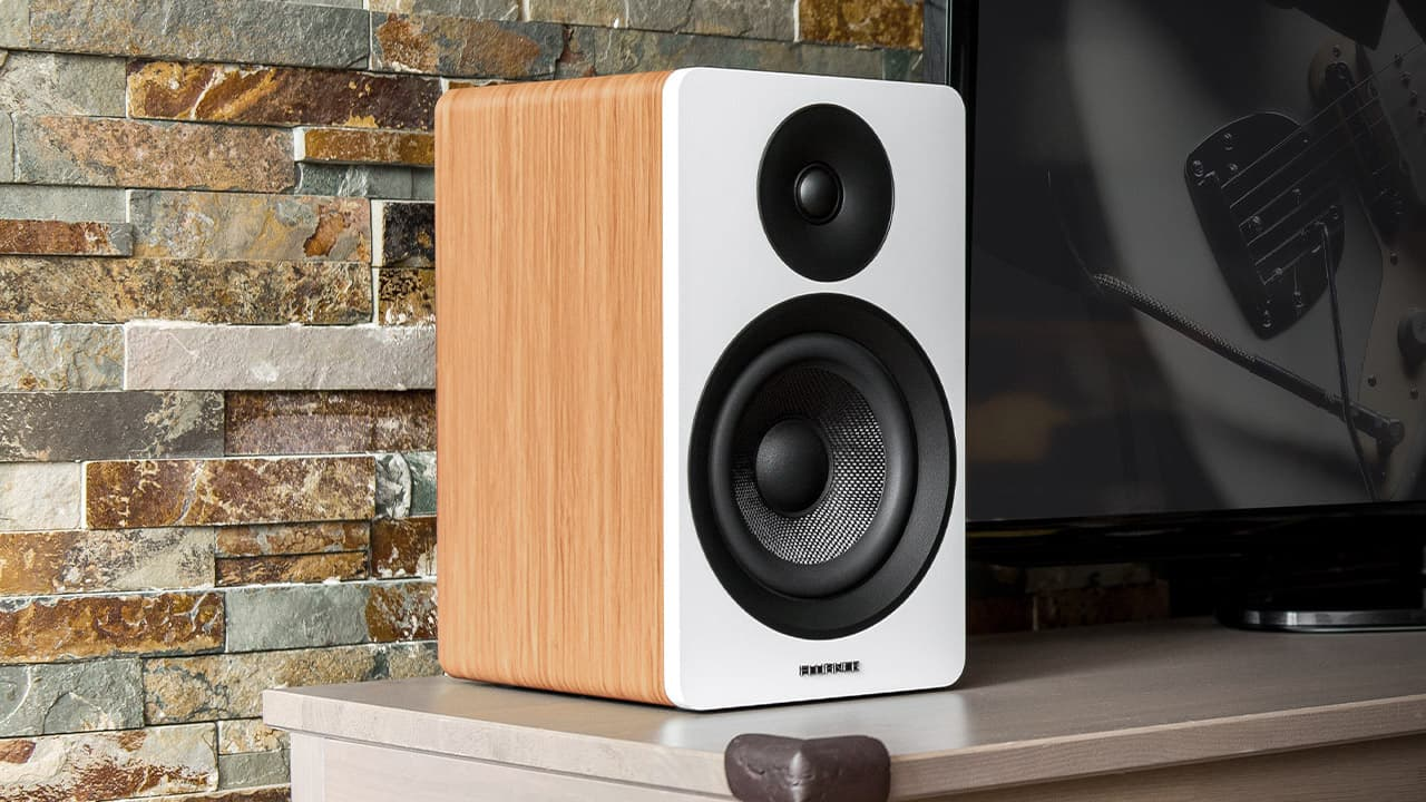 Fluance Ai61 powered bookshelf speaker in white bamboo