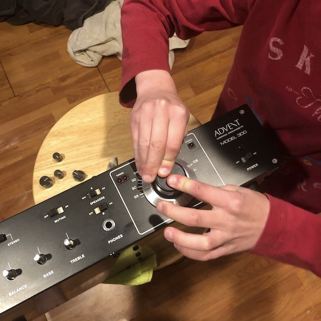 Cleaning the knobs on Advent Model 300 Stereo Receiver