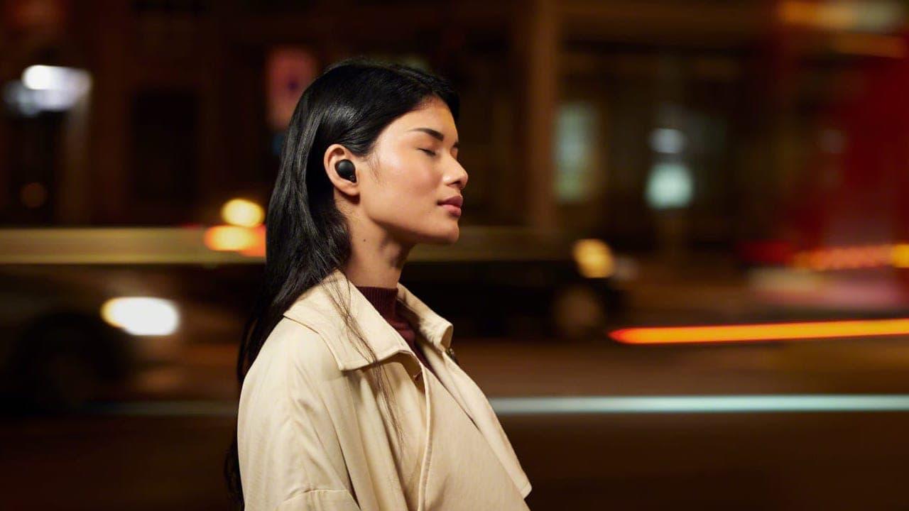 Woman listening with Sony WF-1000XM4 wireless earbuds black