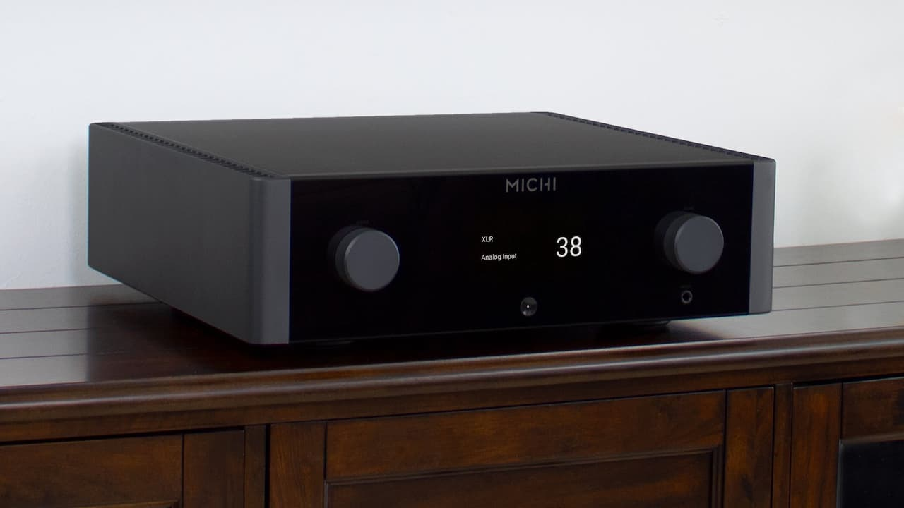 Rotel Michi X3 Integrated Amplifier Lifestyle