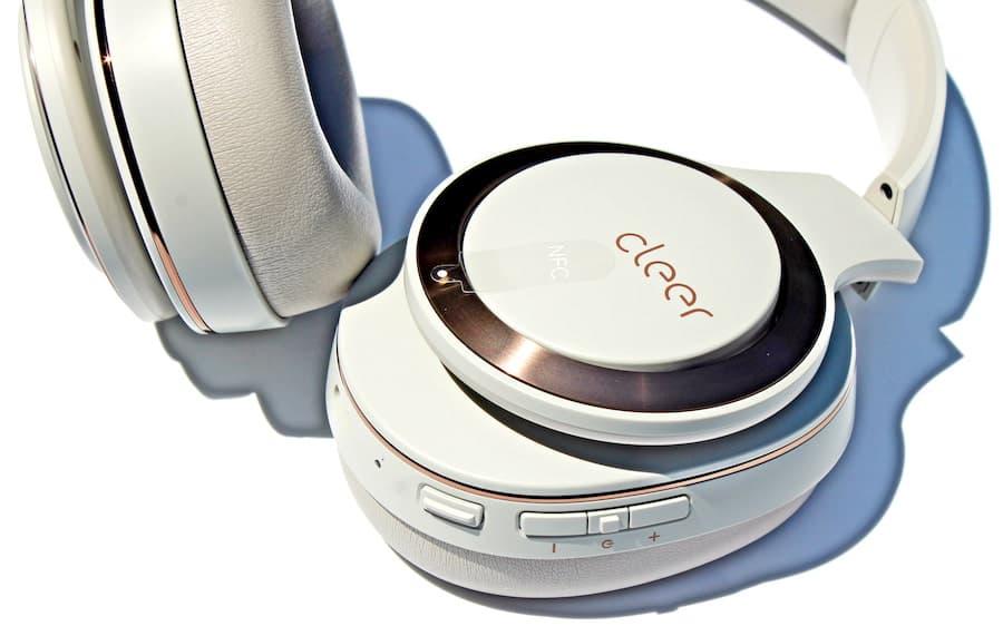 cleer-enduro-anc-headphone-controls