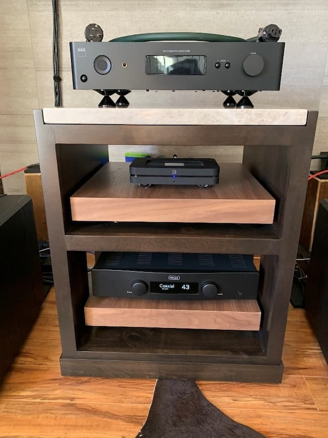 NAD M10, Bluesound NODE and Hegel H90 in AAE Rack