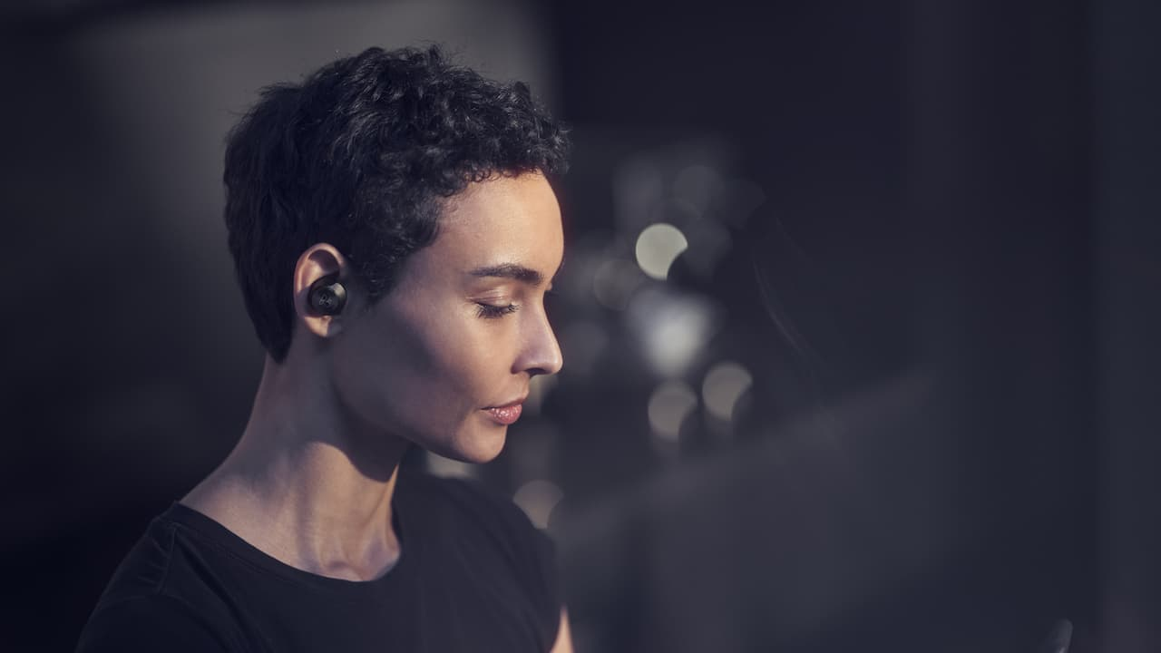 Bang & Olufsen Beoplay EQ wireless earphones lifestyle woman in Black Anthracite