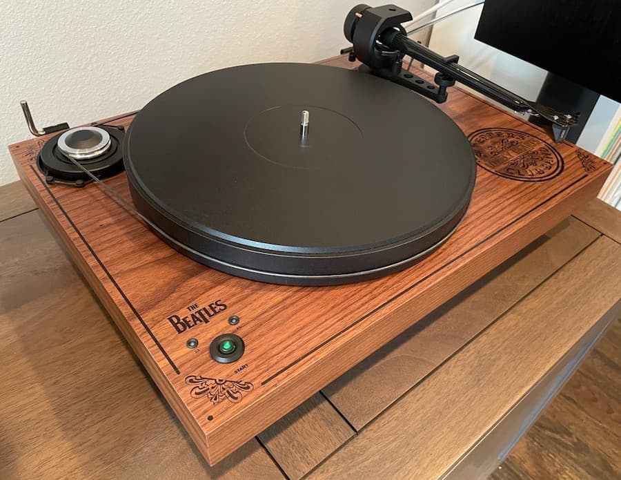 Pro-Ject 2Xperience SB Sgt. Pepper Limited Edition Turntable Angle