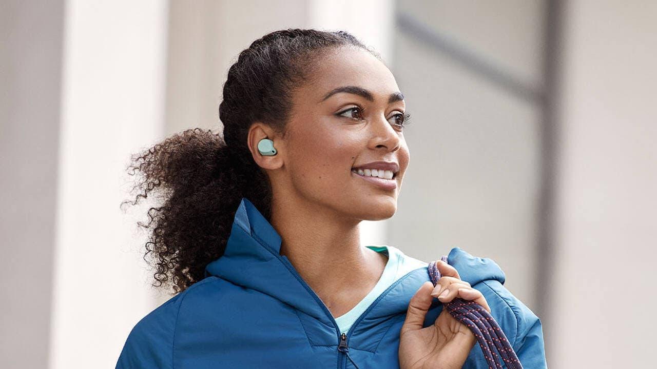 Jabra Elite 7 Active Wireless Earbuds Lifestyle Woman