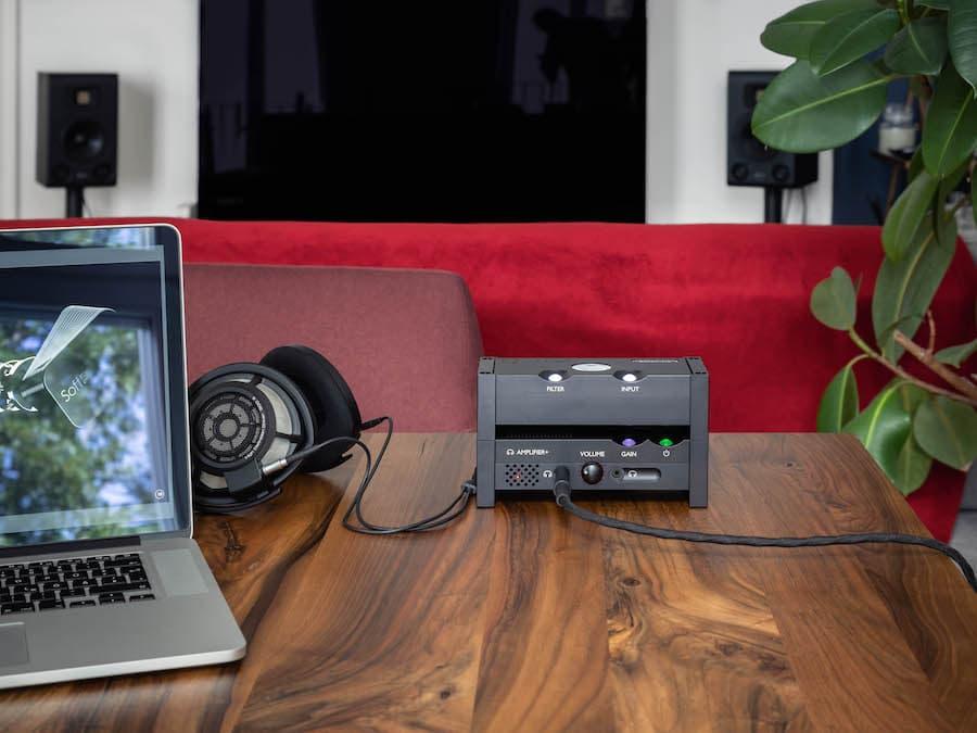 Chord Anni Headphone Amplifier with Qutest DAC, MacBook and Sennheiser Headphones