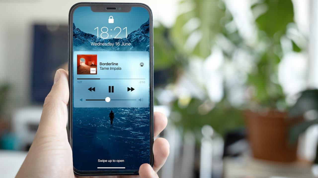 Roon on iPhone lock screen