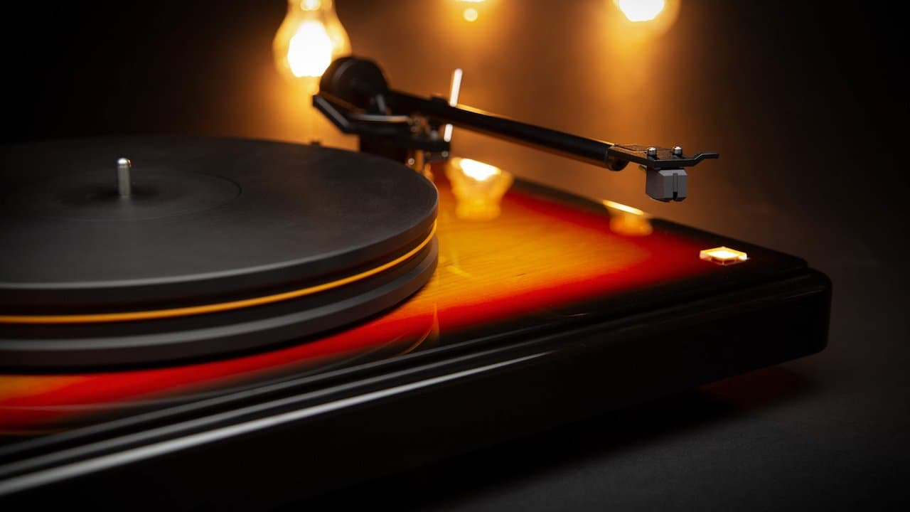 MoFi Fender PrecisionDeck Limited Edition Turntable